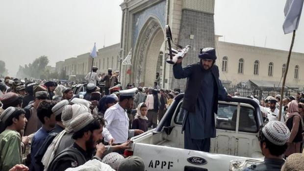 Los talibanes vuelven a imponer su emirato en Afganistán