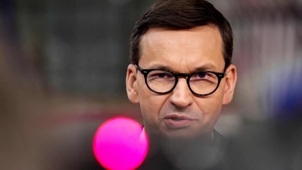El primer ministro de Polonia acusa a Bruselas de ponerle una pistola en la sien