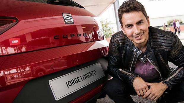 Jorge Lorenzo con su nuevo Seat León Cupra