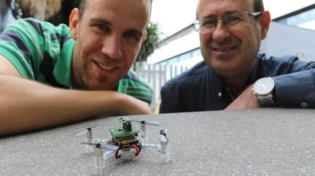 Los investigadores Javier Burgués y Santiago Marco, de la Facultad de Física de la Universidad de Barcelona y del Instituto de Bioingeniería de Cataluña (IBEC)