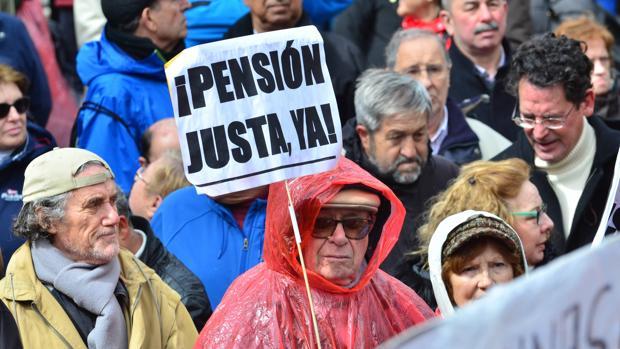 En España la edad de jubilación no sólo está muy por debajo de la edad legal (67 años), también lo está de la clásica (65 años)