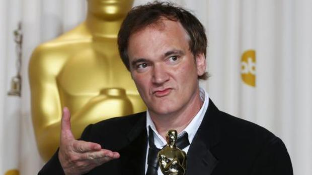 Tarantino posa con el Óscar que ganó por el Mejor Guión Original de «Django desencadenado»