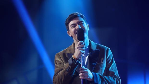 Alfred durante un momento de su actuación en la cuarta gala de «OT»
