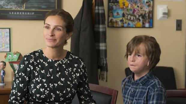 Julia Roberts y Jacob Tremblay, madre e hijo en «Wonder»
