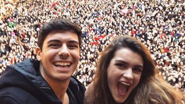 Alfred y Amaia, recibidos de manera multitudinaria en Pamplona