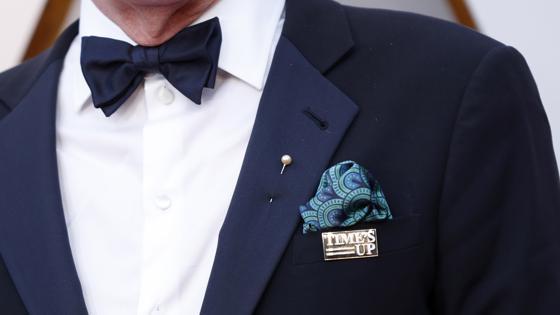 Richard Jenkins con la chapa de #TimesUp