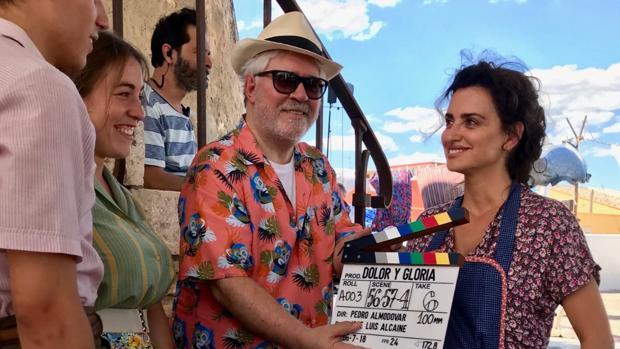 Pedro Almodóvar y Penélope Cruz en el rodaje de «Dolor y gloria»