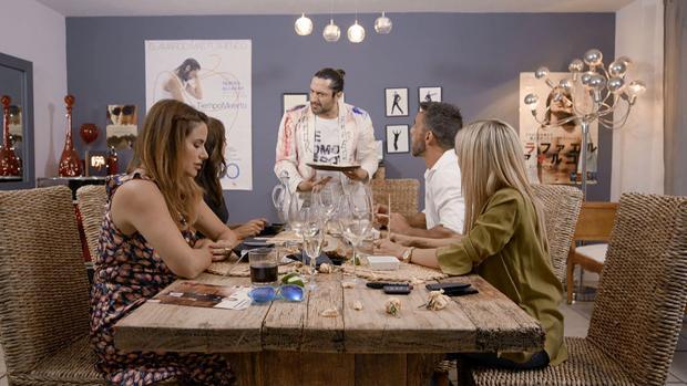 Rafael Amargo como anfitrión en «Ven a cenar conmigo: summer edition»
