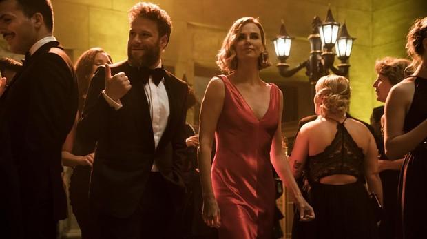 Seth Rogen y Charlize Theron en «Casi imposible»