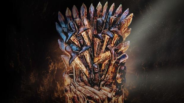 La réplica del trono de hierro elaborado en madera