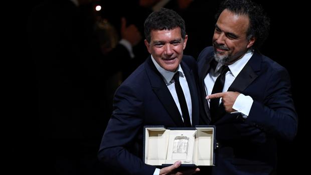 Antonio Banderas, junto al presidente del jurado de Cannes, Alejandro Iñárritu
