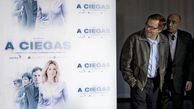 El cineasta brasileño Fernando Meirelles, junto al escritor portugués José Saramago, durante la presentación de «A ciegas (Blindness)», basada en el «Ensayo sobre la ceguera», en una imagen de archivo de 2009