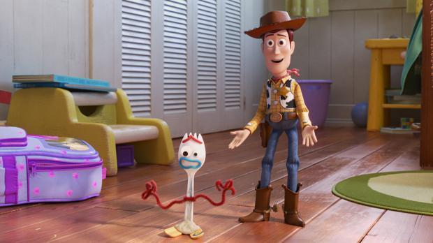 Woody y Forky, en «Toy Story 4»