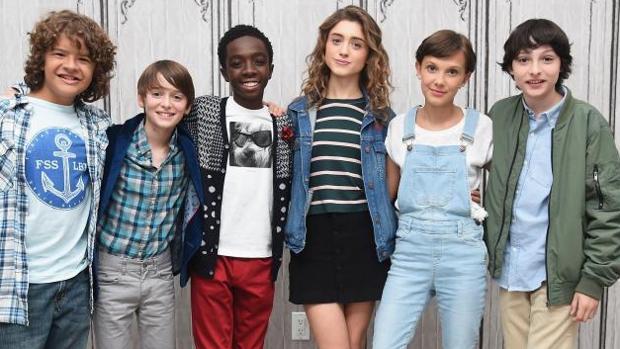 Los protagonistas de «Stranger Things», un mes después del estreno de la primera temporada, en 2016