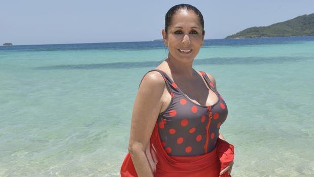 Isabel Pantoja, en su posado en bañador en «Supervivientes»