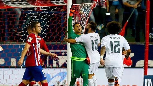 Encuentro deportivo entre el Atlético de Madrid y el Real Madrid