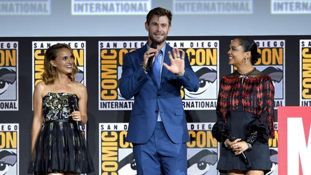 Natalie Portman, Chris Hemsworth y Tessa Thompson, durante su intervención