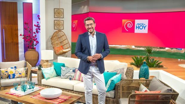 Máximo Huerta volvió a la televisión este verano presentando «A partir de hoy» en TVE
