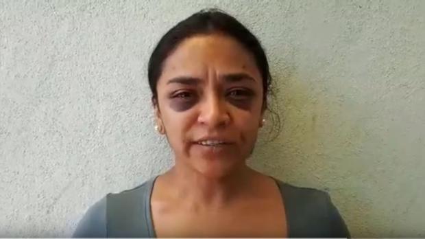 Dos policías agreden a una reportera mexicana que acudió para denunciar un intento de violación