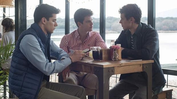 Polo (Álvaro Rico), Guzmán (Miguel Bernardeau) y Ánder (Arón Piper), en «Élite»
