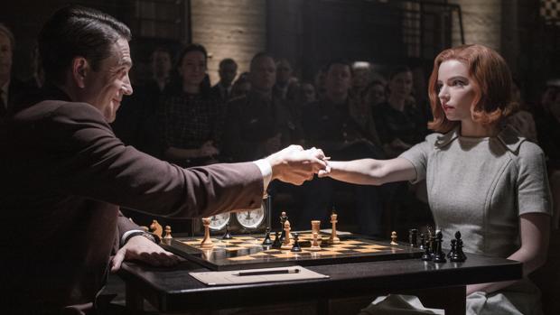 Juicio ajedrecístico a «Gambito de dama»: sus errores y aciertos