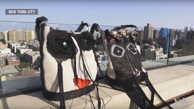 Fotograma del vídeo de promoción del bolso para compradores compulsivos