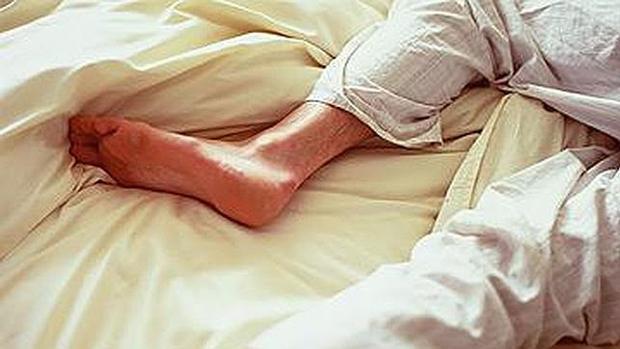 dolor ardiente en las piernas en reposo
