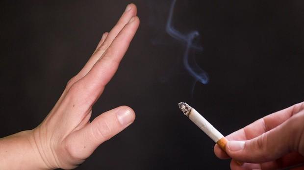 Las mujeres fumadoras tienen un riesgo significativamente mayor en comparación con los hombres