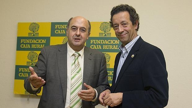 El presidente de la Fundación Alimentación Saludable, Jesús Román (d) en un acto celebrado ayer en Zamora