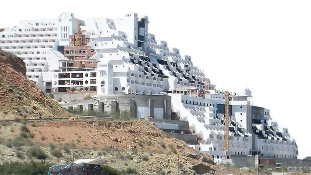 Hotel Algarrobico, construido en el Cabo de Gata, en Carboneras (Almería)