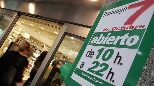 Los españoles queremos salir a las 18.00 horas del trabajo, pero que haya servicios que se mantengan abiertos las 24 horas o casi. La razón, dicen las empresas, son los turnos