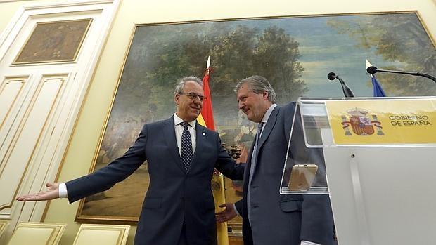 El presidente de los rectores españoles, Segundo Píriz, y el ministro de Educación, Íñigo Méndez de Vigo