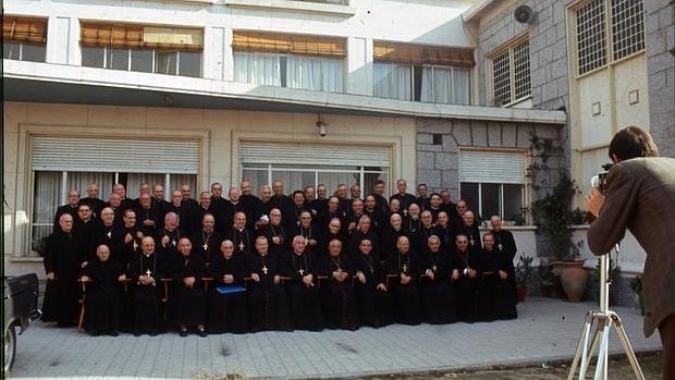 En diciembre de 1968, durante la VIII Asamblea Plenaria de la CEE, todos los obispos accedieron a posar para el fotógrafo de Blanco y Negro en una fotografía inédita