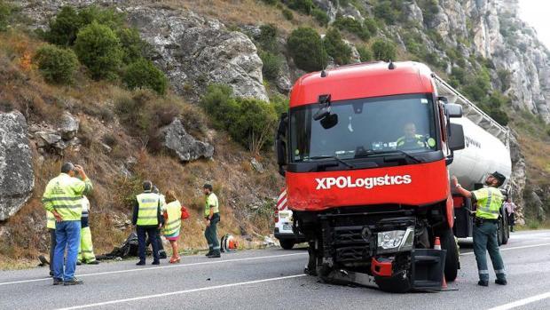 Uno de los peores accidentes del año, el pasado mes de septiembre, en el que cinco personas que viajaban en un mismo vehículo, tres menores, su madre y su abuela, todos ellos de nacionalidad francesa, fallecieron al colisionar con un camión en la carretera N-1, cerca de Pancorbo (Burgos)