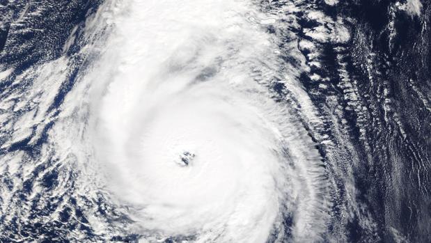 Imagen satelital del huracán Ofelia que ha alcanzado la categoría 3