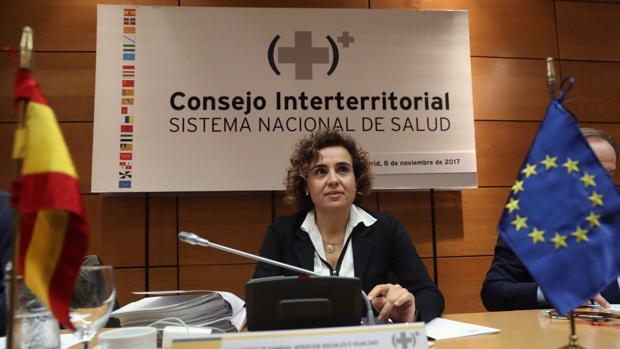La ministra de Sanidad, Dolors Montserrat, presidiendo ayer la reunión del Consejo Interterritorial