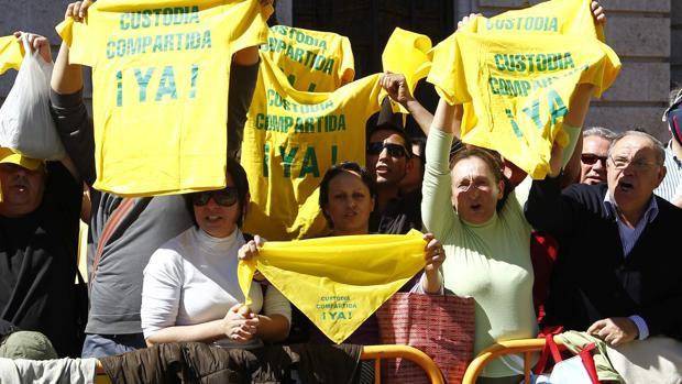 Manifestación de padres que reclaman la custodia compartida