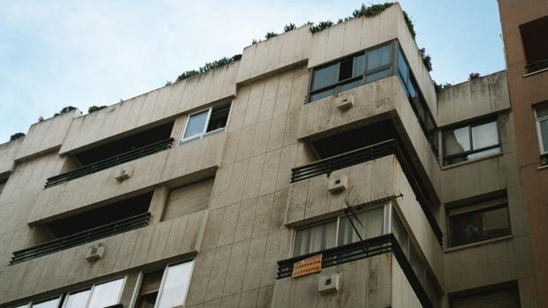 Fotografía de archivo de un bloque de apartamentos