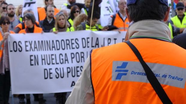 El colectivo de examinadores de tráfico marchó ayer por la mañana por las calles céntricas de Madrid