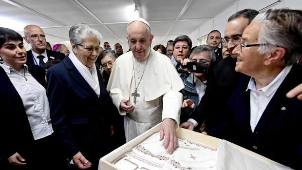 El Papa Francisco durante su visita en Temara