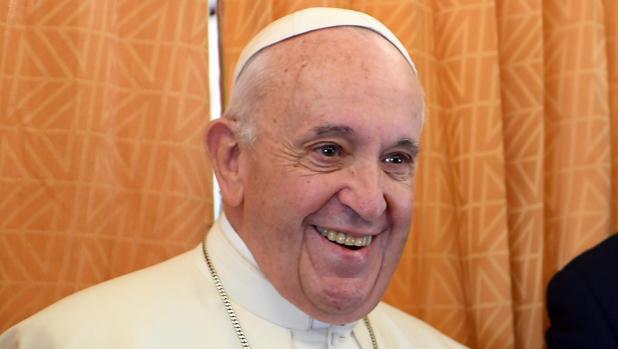 El Papa Francisco, durante el vuelo a Bulgaria