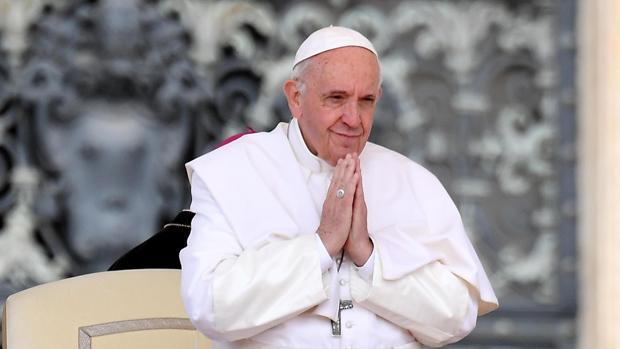 El Papa Francisco preside la audiencia general en la plaza de San Pedro en el Vaticano