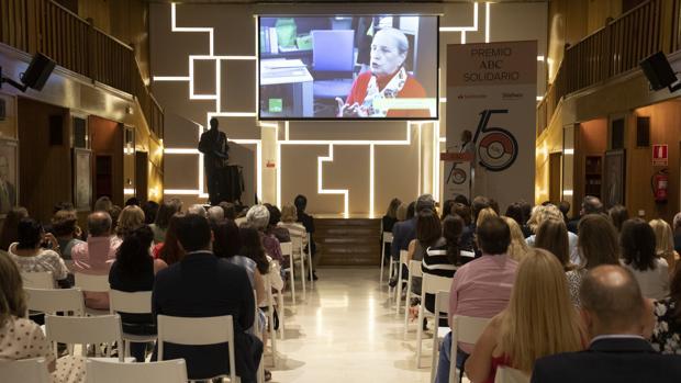 La Biblioteca de ABC durante la proyección de un vídeo de Adela
