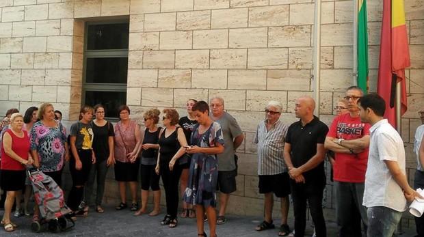 Dos días de luto y concentración de condena por el crimen machista de Beniel (Murcia)