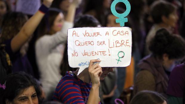 Cartel de una manifestante en el Día Internacional de la Mujer