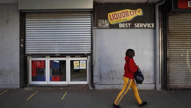 Ley seca» y toque de queda en Sudáfrica para luchar contra la ...