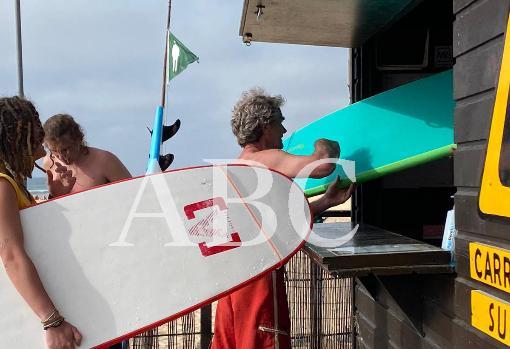 Fernando Simón, sábado de surf en Portugal en plena oleada de rebrotes