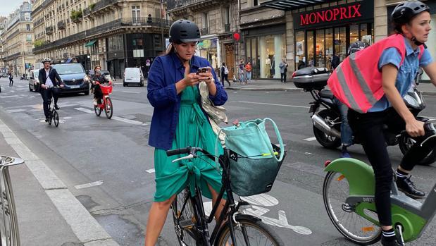 Ciclistas en las calles de París, la nueva normalidad