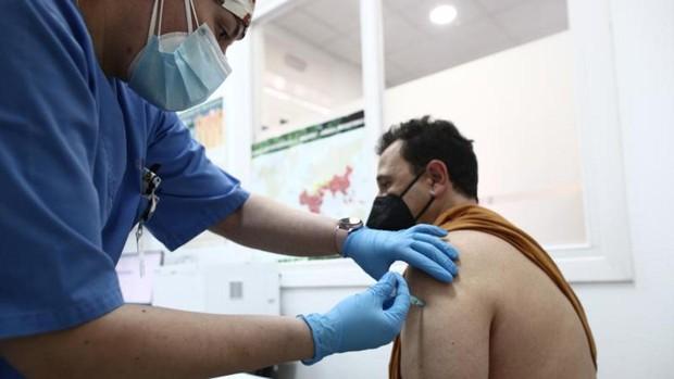 El PP presenta una proposición no de ley para que se vacune a los sanitarios de la sanidad privada