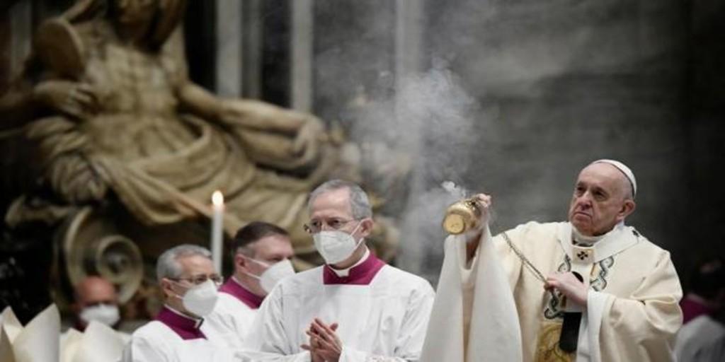 El Papa pide a los gobiernos «un compromiso común para superar los retrasos en la distribución» de vacunas